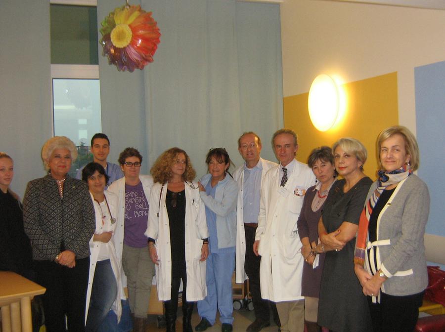 Una miniblioteca per i piccoli pazienti dell'Infermi