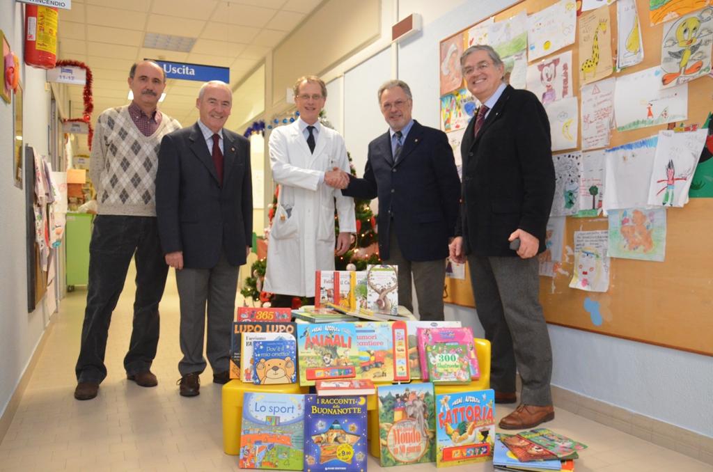 Il Lions regala libri alla Pediatria di Forlì