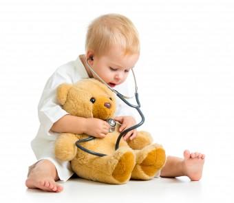 bambino dal dottore, pediatra