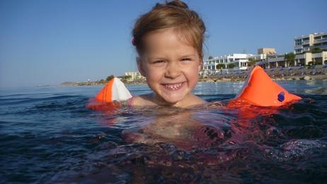 Il bagno al mare: poche e sagge regole da seguire con i bambini