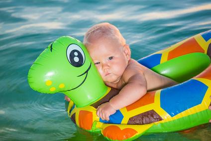 Quando portare il neonato per la prima volta al mare? Vademecum per l'estate
