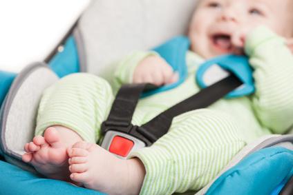 Marina di Ravenna, lascia la bimba di due mesi in auto