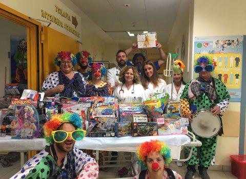 Rimini: giocattoli e spettacoli per la Pediatria