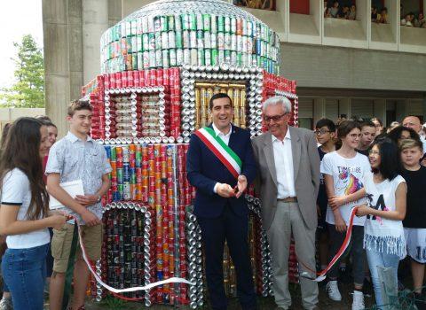 Ravenna, i ragazzi fanno un Mausoleo di lattine nell'ora di alternativa