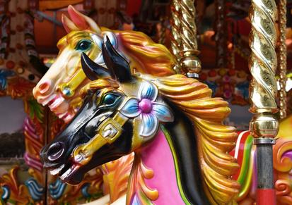 Ravenna, la giostra dei cavalli si trasferisce in piazza Kennedy