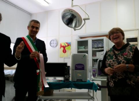 Tumore al seno: innovativo apparecchio donato all'ospedale di Rimini