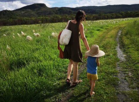 """Claudia, bloccata in Brasile insieme al figlio: """"Noi italiani siamo discriminati"""""""