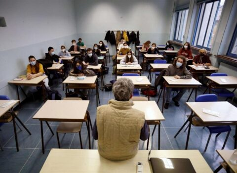 Lezioni al via il 13settembre, tornano in classe 616mila studenti