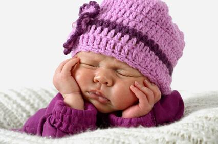 Inverno, basta un berretto: così i neonati si ammalano di meno