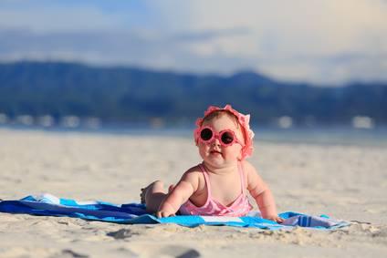 Come vestire un neonato al mare?