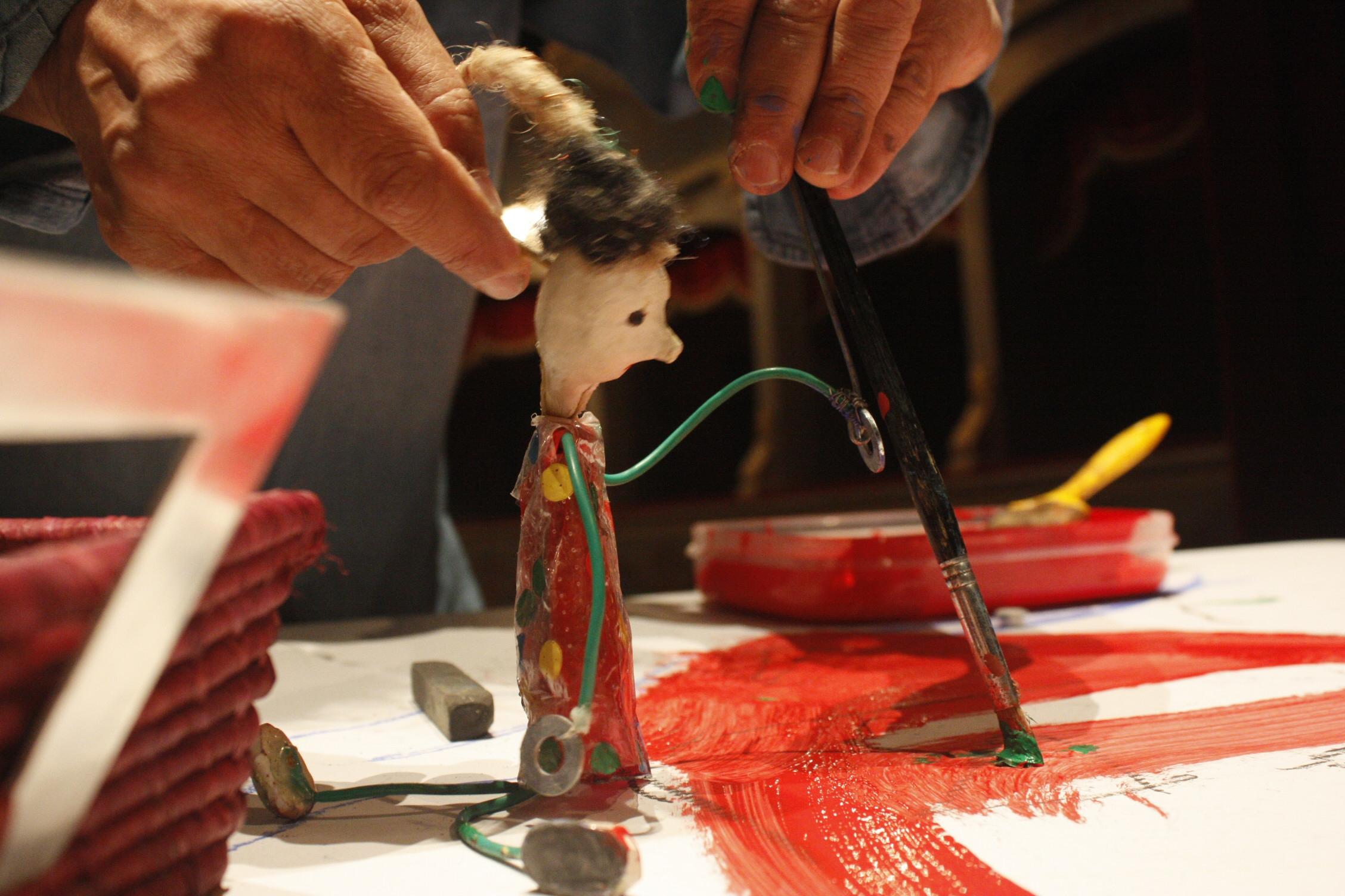 La Casa delle Marionette si anima. Ospitando una schizzatissima Alice