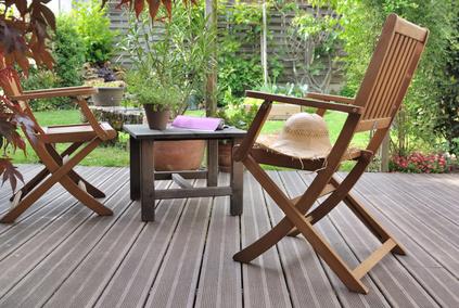 Mobili da giardino: qualche consiglio e un trucco per farli tornare come nuovi