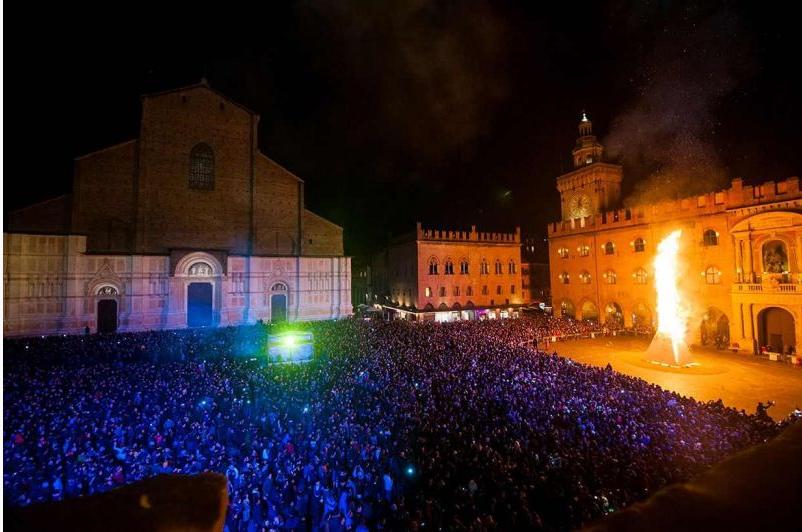 Capodanno Bologna, no ai big in piazza Maggiore