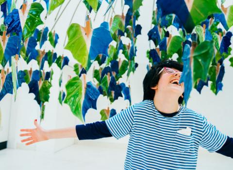Flavia, se la disabilità non esclude cura né bellezza: una mostra a Faenza