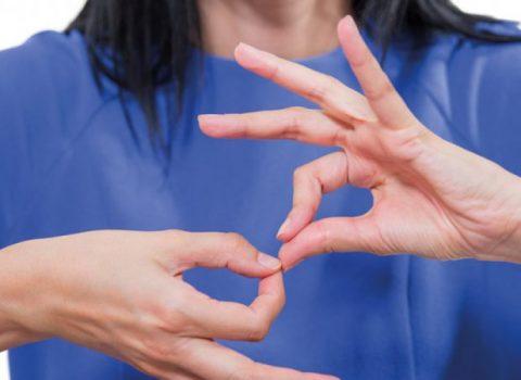 Sole non può comunicare, 70 bambini imparano per lei la Lingua dei segni