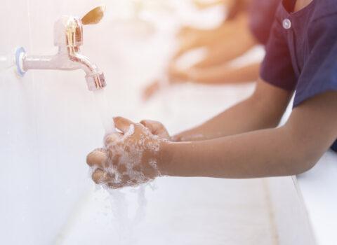 L'importanza di lavarsi le mani: il giorno giusto per insegnarlo ai nostri bimbi