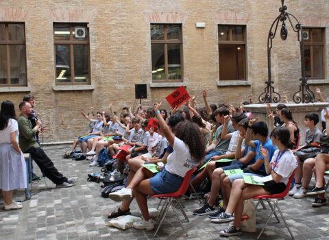 Rimini, il festival «Mare di libri» cerca gli ultimi adolescenti volontari